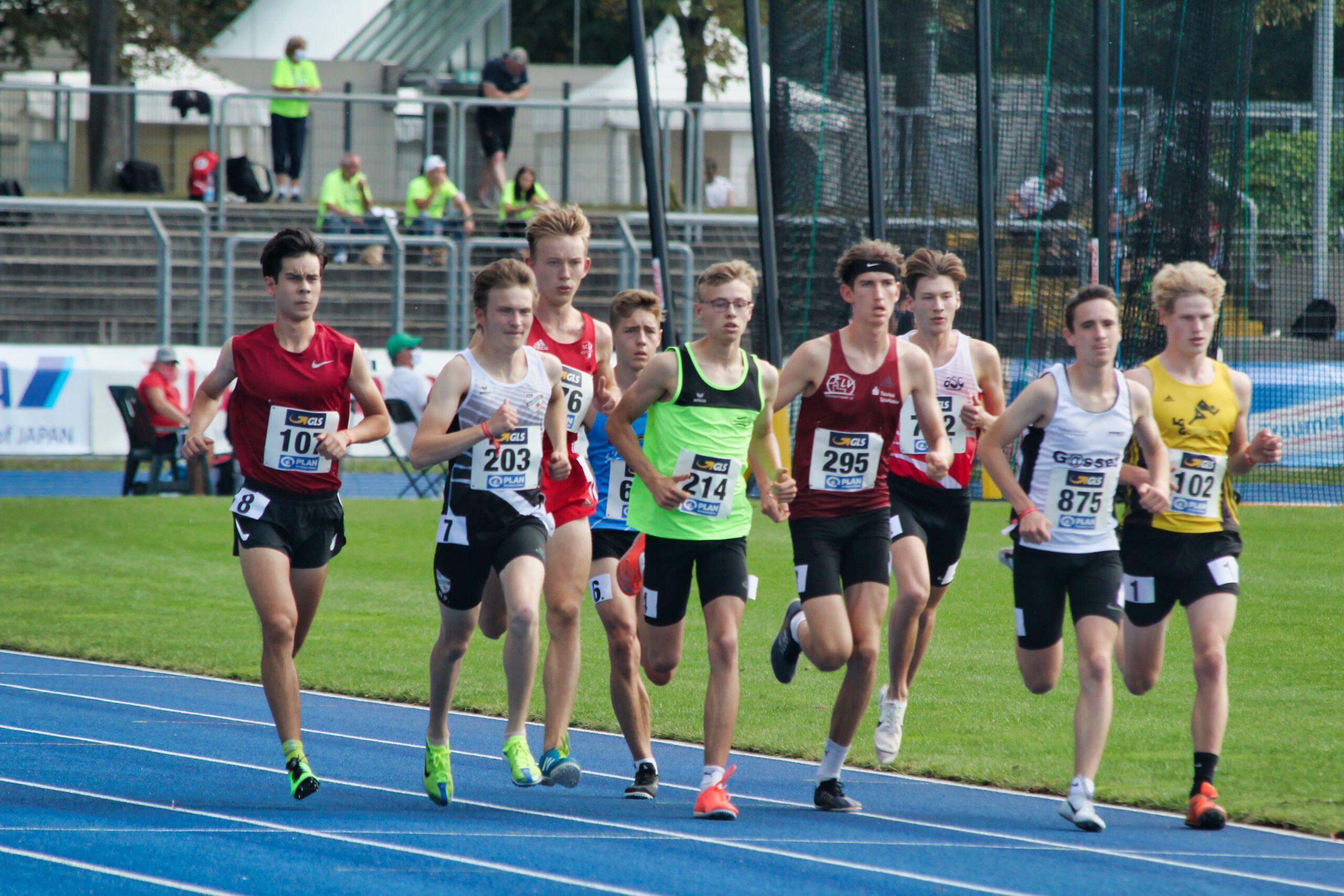 Lukas Gardeweg (Startnummer 214) bei den DM in Heilbronn über 1500m